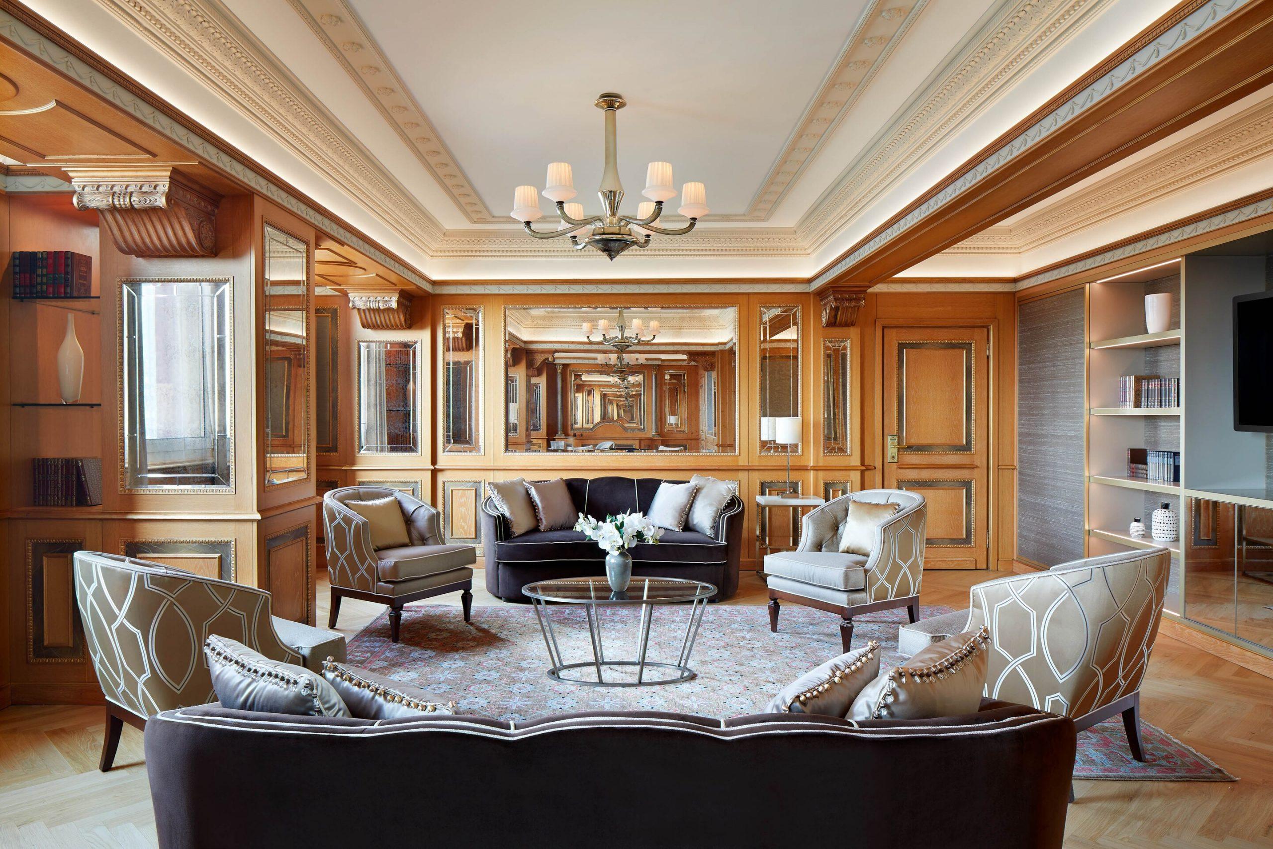 milwi-suite-livingroom-4876-hor-clsc